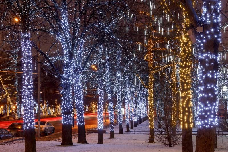 Освещённая светодиодами улица