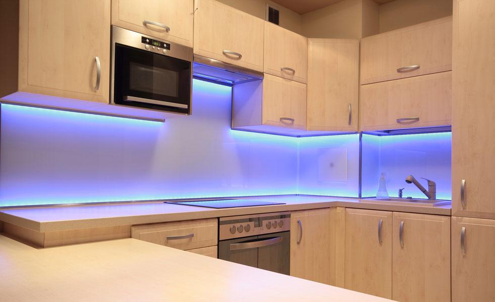 Кухонное освещение под шкафами