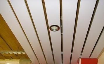 Установка светильников в ПВХ панели