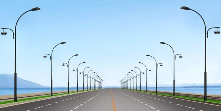 Опоры освещения вдоль дороги