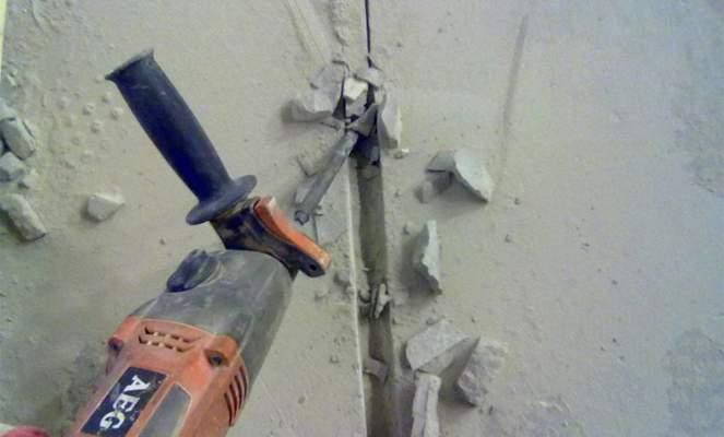 Штробление стены