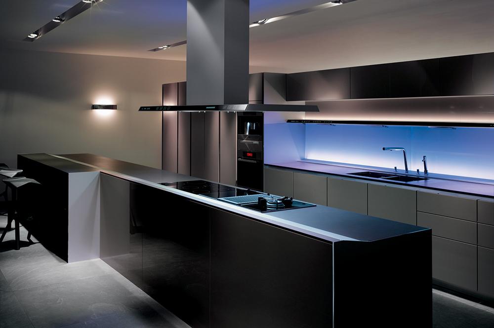 Красивая кухня с подсветкой