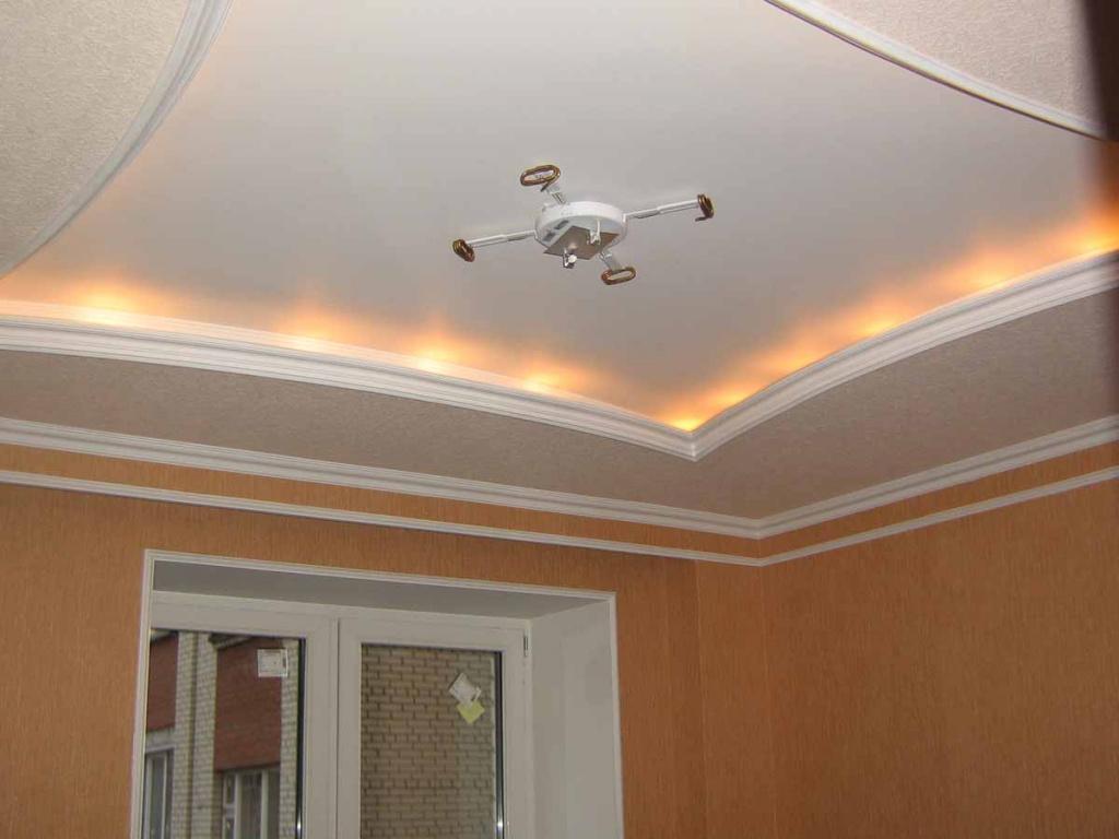 Образец потолка с внутренней подсветкой