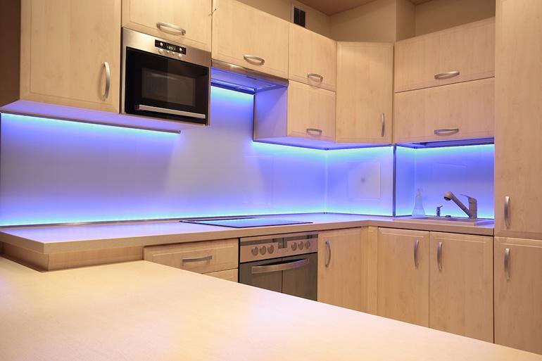 Использование ленты в интерьере кухни