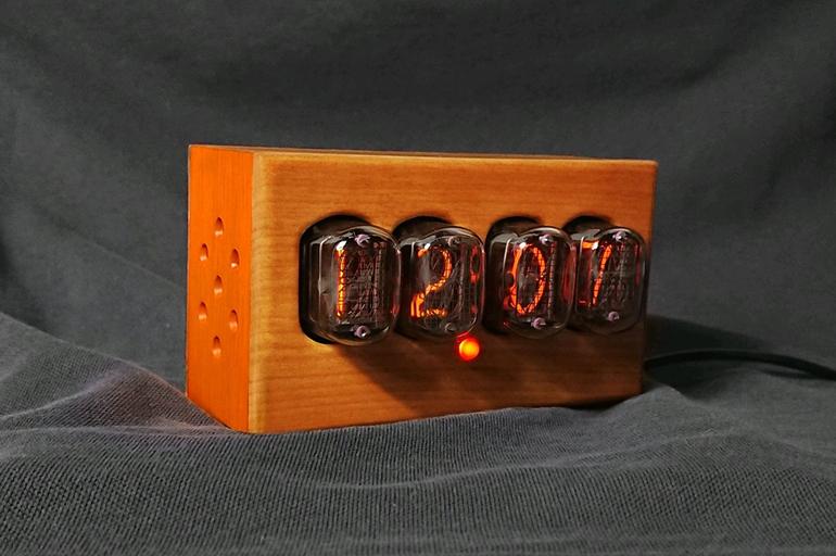 Часы на газоразрядных лампах